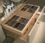 Лоток выдвижной ящик с набором кованных столовых приборов бук
