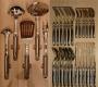 Лоток с кухонными принадлежностями WMF и столовыми приборами